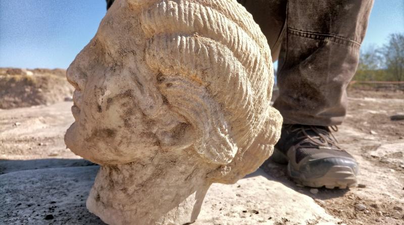 Кем может быть мраморная красавица из Гераклеи Синтики?