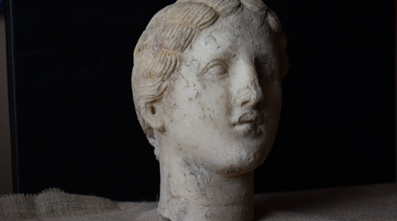 Мраморная голова из Гераклеи Синтики